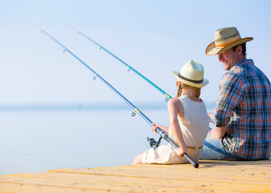 father-and-daughter-fishing-528-376